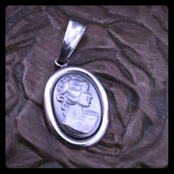 Jewelry - 14k white gold pendant